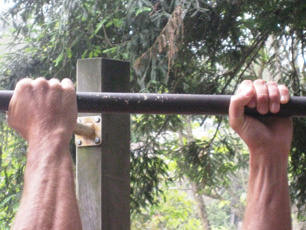 Chin ups workout - crossed grip