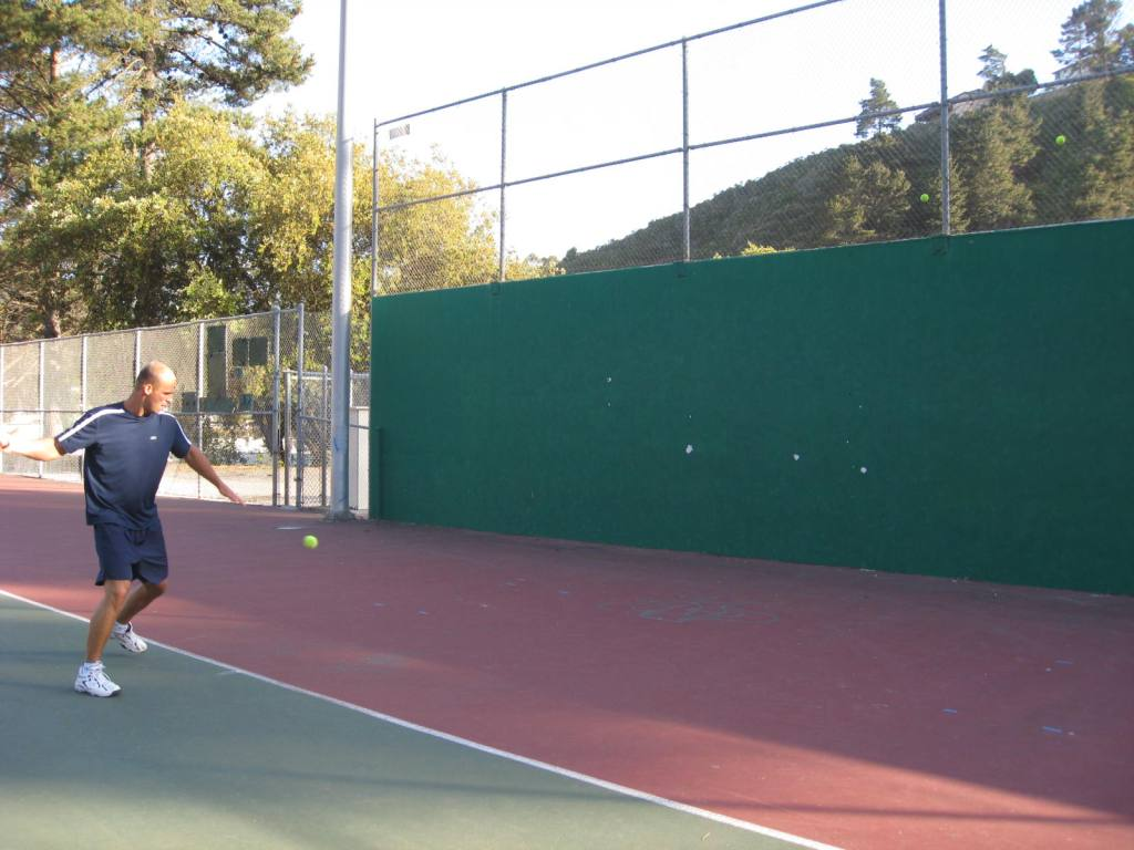 Interval workout on tennis court – tennis workout